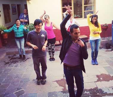 lecciones intensivas de clases de salsa baile en cusco peru, wiracocha spanish school cusco